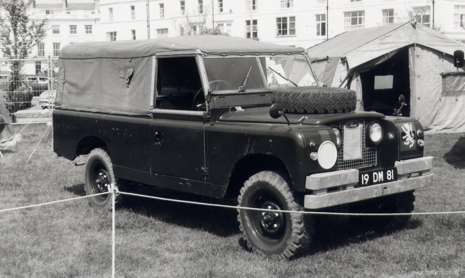 Land Rover S2 109 19 DM 81
