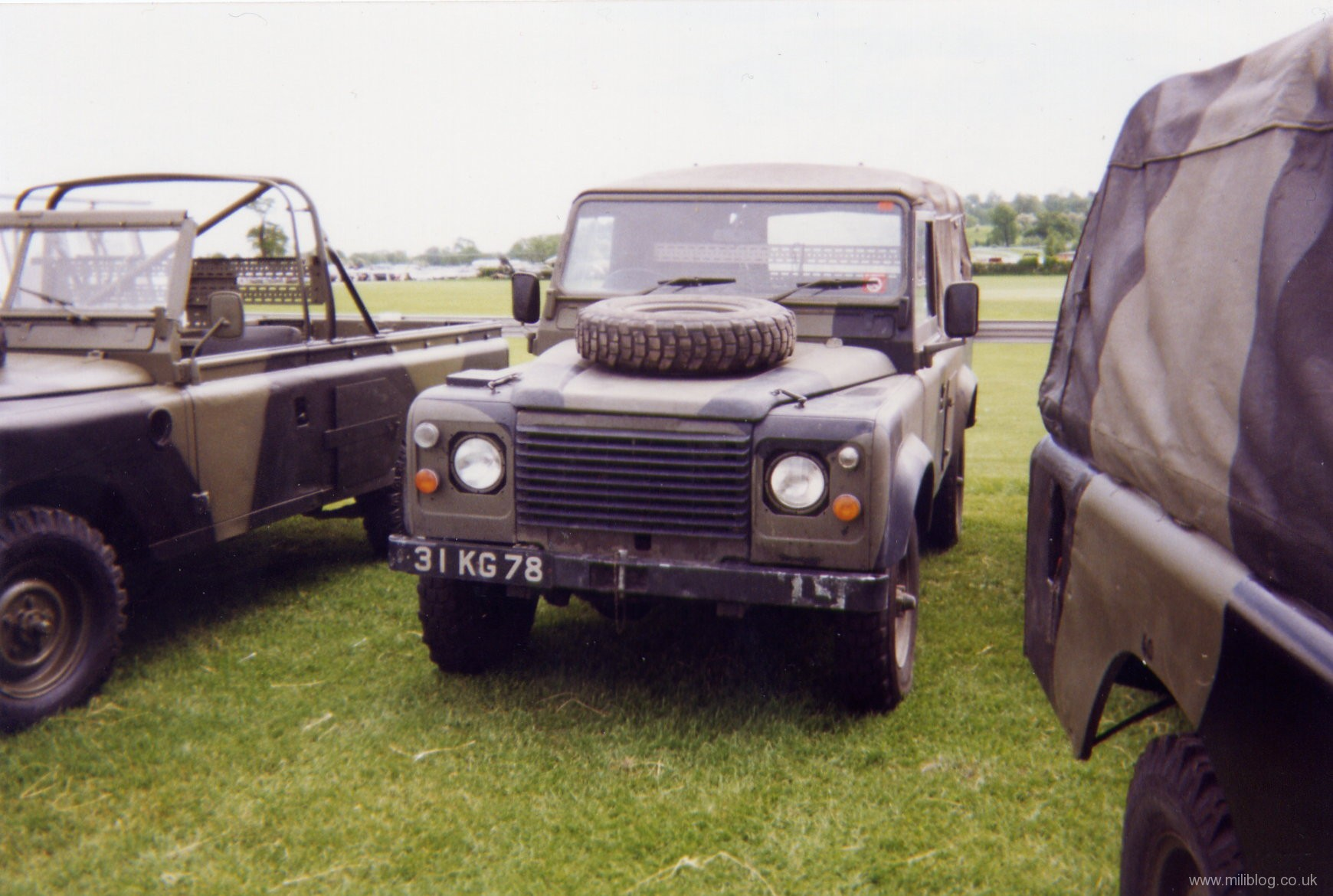 2 « » Land Rovers
