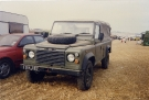 Land Rover 110 Defender (13 KJ 87)