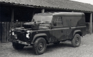 Land Rover 110 Defender (48 KF 28)