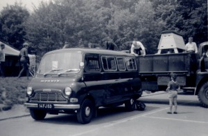 Morris JU250 Minibus (14 FJ 53)