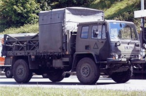Leyland Daf 4Ton Cargo (GL 82 AA)(Copyright of JE Peckmore)