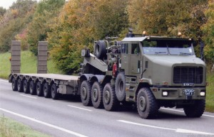 Oshkosh 1070F 8x8 HET + King GTS100 Trailer (18 KM 37)(Copyright of Colin Martin)